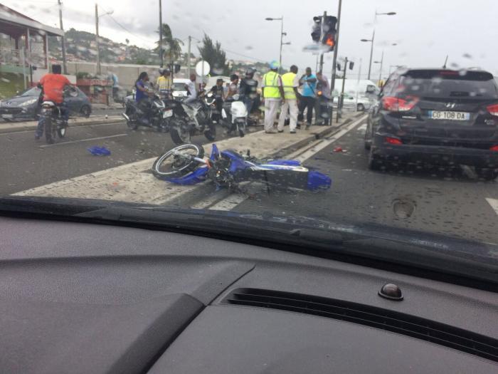 Accident à Sainte-Thérèse: un motard entre la vie et la mort