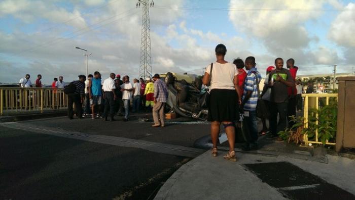 Accident spectaculaire entre 2 voitures