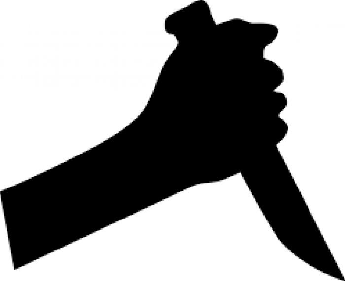 Agressé, un septuagénaire fuit un couteau planté dans le cou