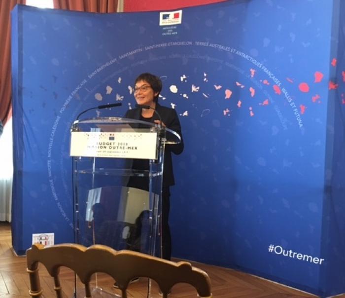 """Annick Girardin de retour de La Réunion : """"travail"""" et """"transparence"""""""