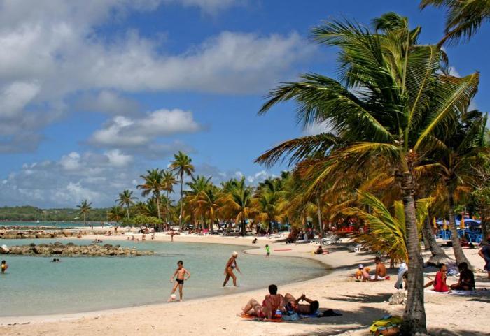 Annulation de l'arrêté municipal relatif au commerce ambulant sur la plage de Sainte-Anne