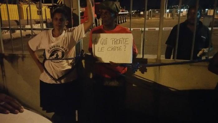 Assaupamar/Albioma : les militants écologistes s'attachent aux grilles du port