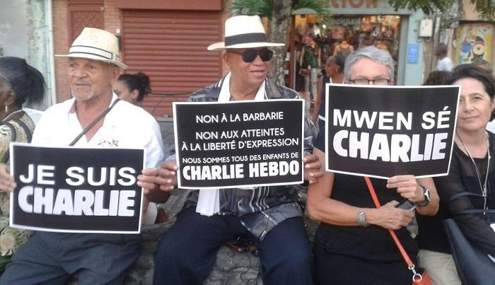 Attentat contre Charlie Hebdo : un rassemblement en hommage aux victimes