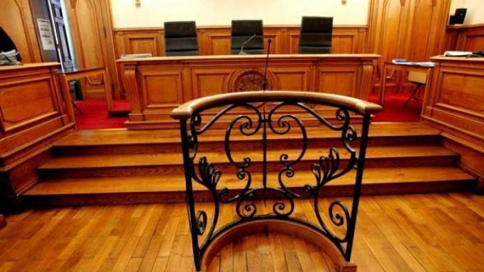Bagarre au tribunal : les trois proches condamnés à du ferme
