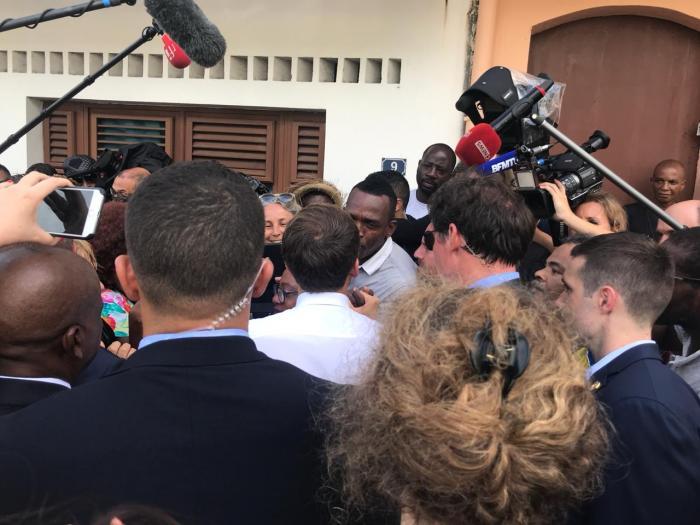 Bain de foule pour Emmanuel Macron à Saint-Pierre