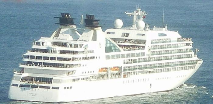 Basse-Terre sur le pont pour accueillir le premier bateau de croisière