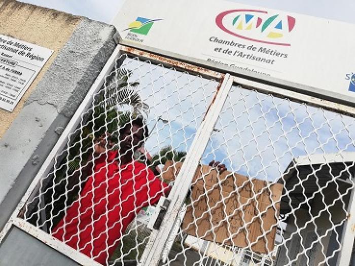 Blocage du CFA du Raizet: un futur artisan excédé brave le barrage