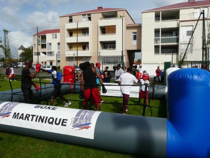 Boxe : un ring gonflable et mobile pour la Martinique