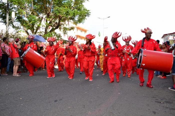 Carnaval 2017 : Sa majesté Vaval profite au maximum avant d'être brûlée