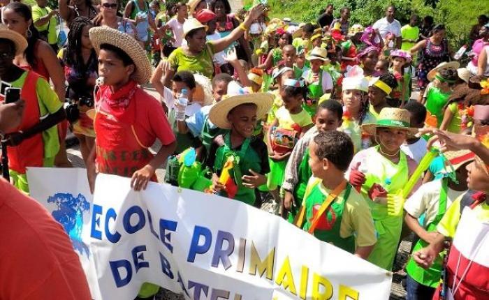 Carnaval des écoles : ça a swingué dans les rues de Schoelcher !
