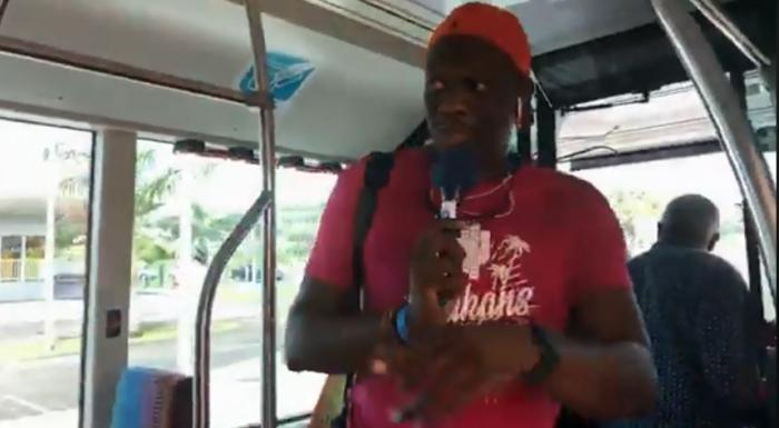 Charly en direct dans le premier BHNS avec les passagers