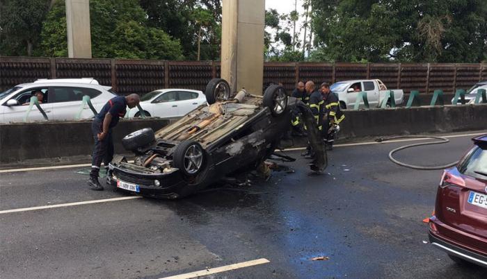 Circulation interrompue à la Jaille à cause d'un véhicule en feu sur la voie