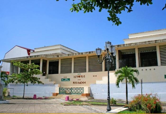 Condamné à dix-huit mois de prison pour avoir volé des touristes sur la plage