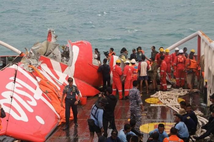 Crash Air Asia : la famille de Rémi Plésel porte plainte pour mise en danger de la vie d'autrui
