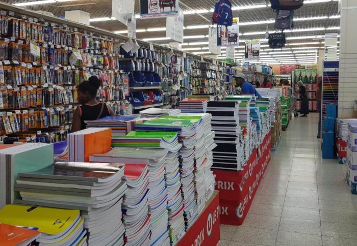 Dans les magasins, les fournitures scolaires attendent déjà les parents et les élèves
