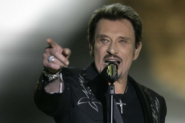 """Des fans en Guadeloupe émus par le décès de """"Johnny"""""""