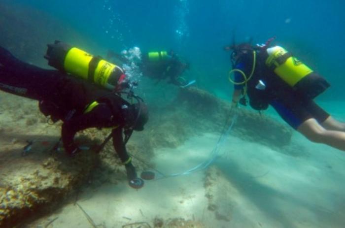 Des fouilles subaquatiques aux Saintes