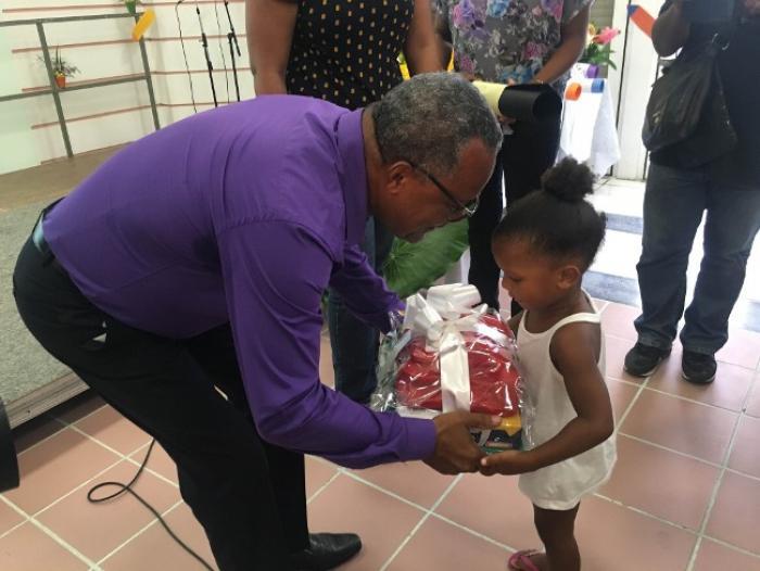 Des kits de rentrée offerts aux écoliers du Marigot