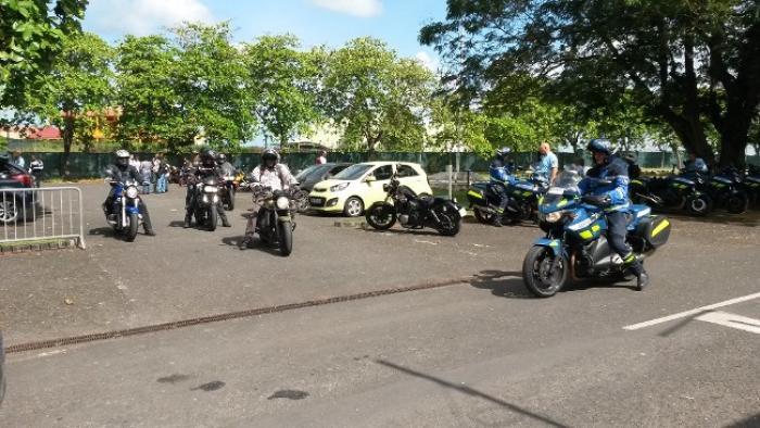 Des motards en stage chez les gendarmes