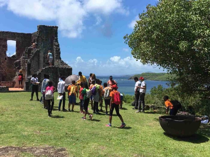 Des élèves de CM2 découvrent le château Dubuc à travers une chasse au trésor