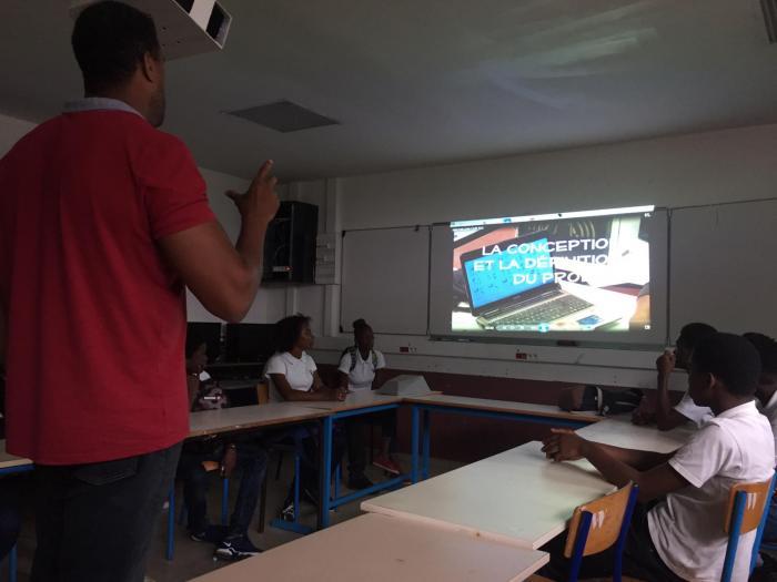 Des élèves à la découverte des métiers de l'enseignement