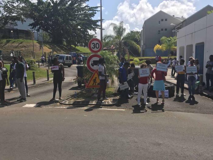 Des étudiants manifestent contre le retour des anciens du Céregmia