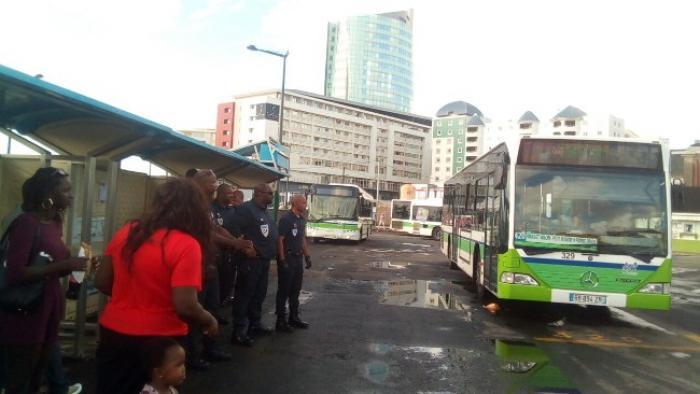 Des patrouilles de police pour assurer la sécurité dans les gares routières