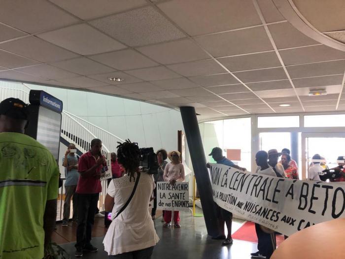 Des riverains mobilisés au Lamentin contre un projet de centrale à béton
