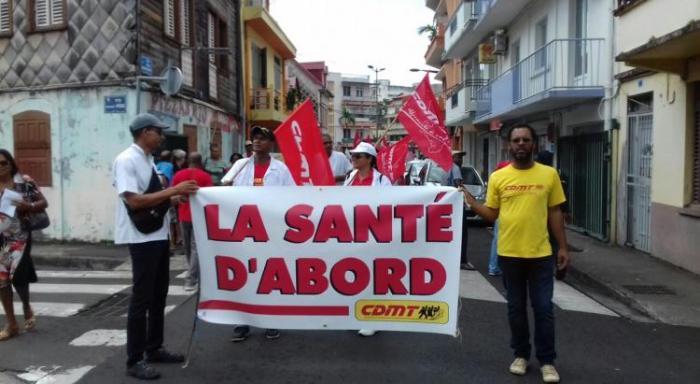 Des syndicats et des associations appellent à la mobilisation pour la venue d'Emmanuel Macron