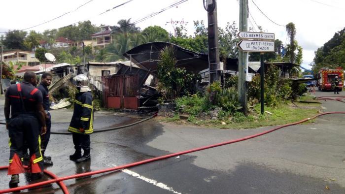 Deux blessés légers dans un feu de case aux Abymes