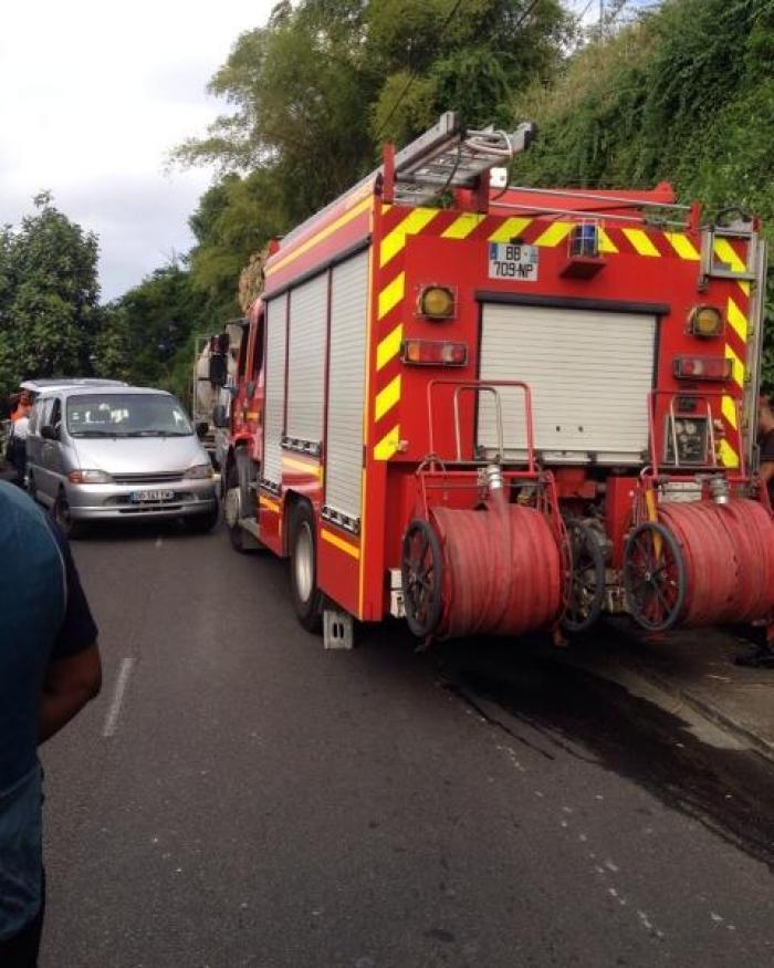Deux mineurs à moto écrasés après une chute par un camion sur la route des Religieuses à Fort-de-France (Martinique)