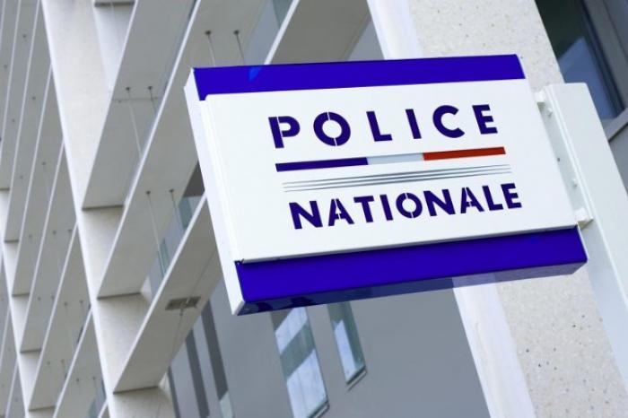 Deux policiers frappés en plein commissariat