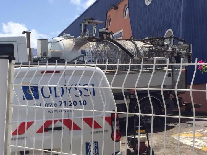 Dillon : Un camion Odyssi se vide sur le parking