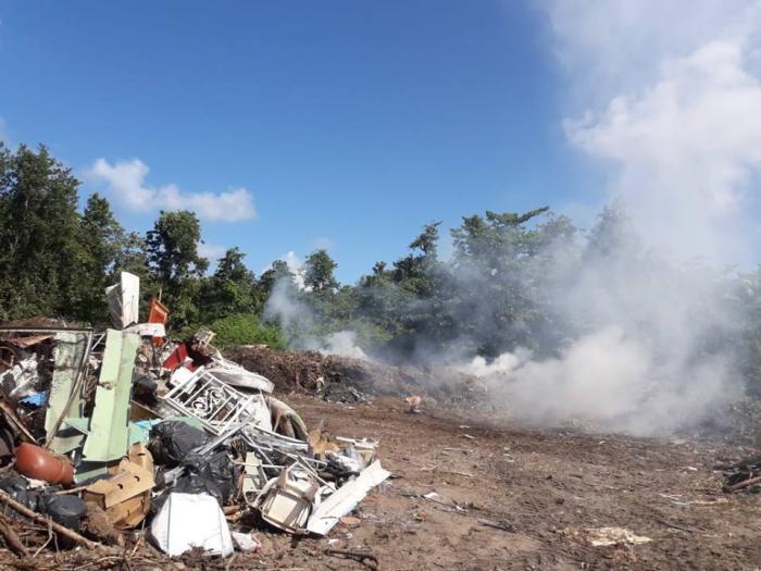 Déchets, fumées toxiques : l'exaspération des riverains de Folle Anse