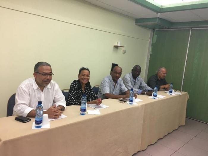 Défections de certains soutiens en faveur d'Emmanuel Macron en Martinique