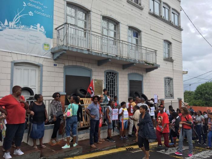 Ecoles fermées, mairie bloquée...la mobilisation continue à Schoelcher