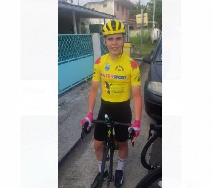 Eliott Pierre en jaune avant la troisième étape du tour junior