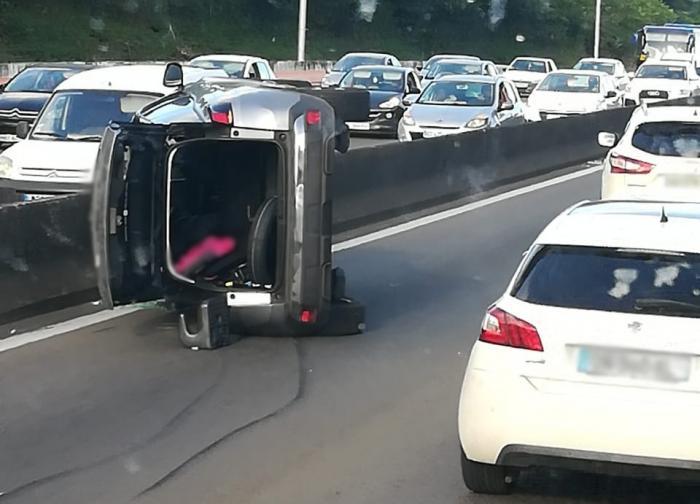 Embouteillage sur l'autoroute suite à un accident