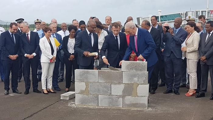 Emmanuel Macron posera la première pierre de l'extension de l'aéroport Aimé Césaire avant son départ pour la Guadeloupe