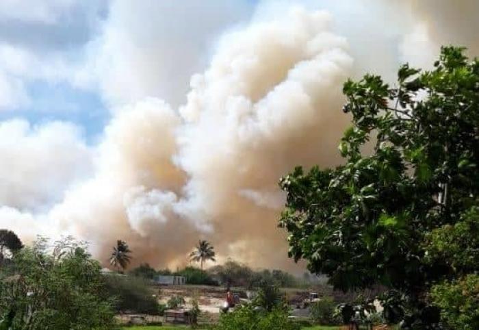 Enorme incendie de champs de canne au Moule