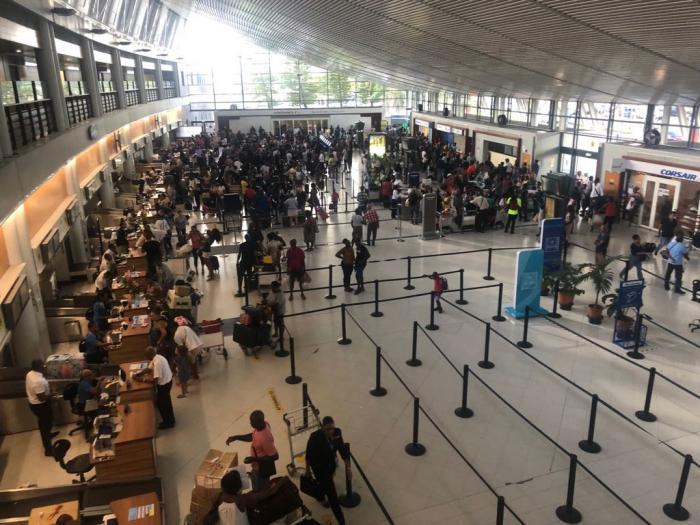 Fin des vacances scolaires : c'est le rush à l'aéroport Aimé Césaire