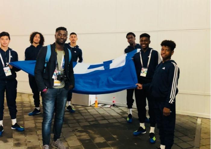 France-Pérou : un jeune guadeloupéen porte-drapeau