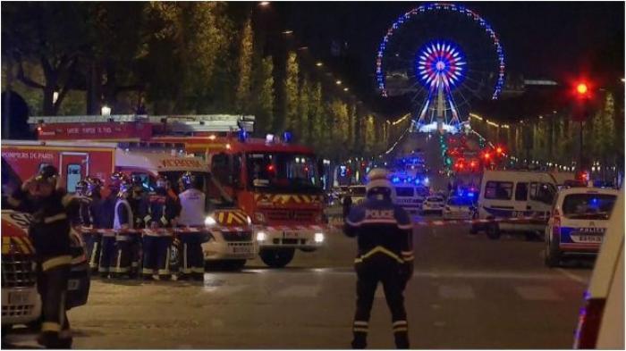 """Fusillade aux Champs-Elysées : un policier tué et deux blessés, l'agresseur """"abattu"""""""