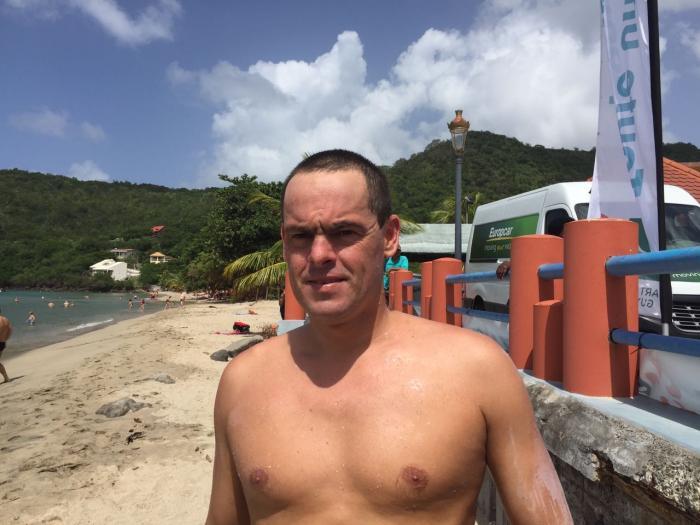 Gilles Rondy termine la première étape du tour de Martinique à la nage
