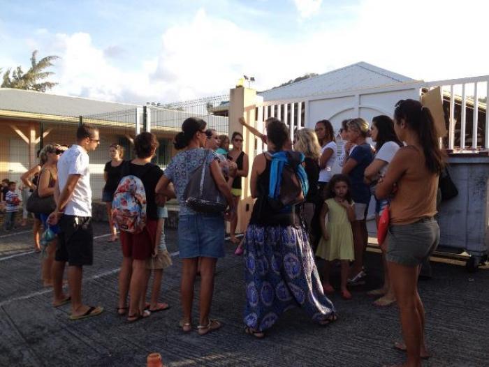 Grève des agents territoriaux : le ras-le-bol de parents d'élèves des Trois-Ilets