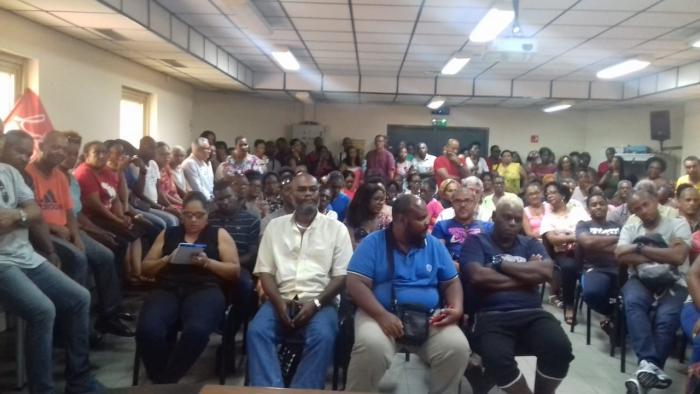 Grève des contractuels de la CTM : maintien de la mobilisation aux abords des établissements scolaires