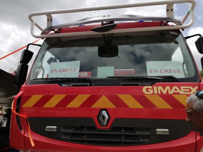 Grève des pompiers Etang Z'Abricot: aucun véhicule ne sort sauf ceux réquisitionnés par le Préfet