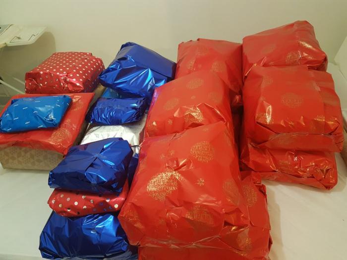 Ils offrent des cadeaux aux sans domicile fixe