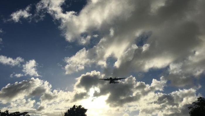 Incendie CHU Pointe-à-Pitre : l'avion militaire a atterri en Martinique