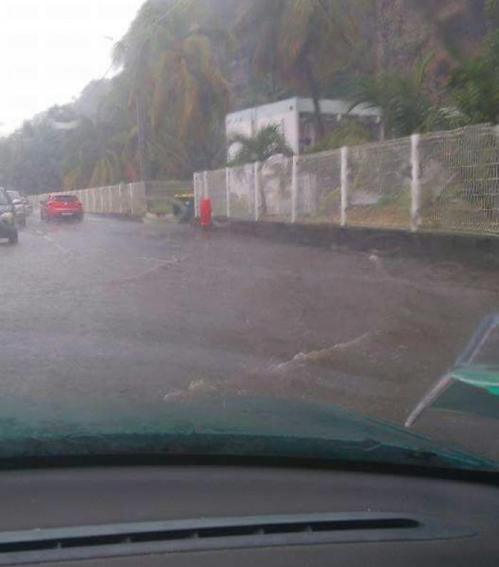 Inondations au Carbet après de fortes pluies